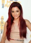 ariana grande pelo rojo
