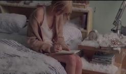 Taylor-Swift escribiendo canciones
