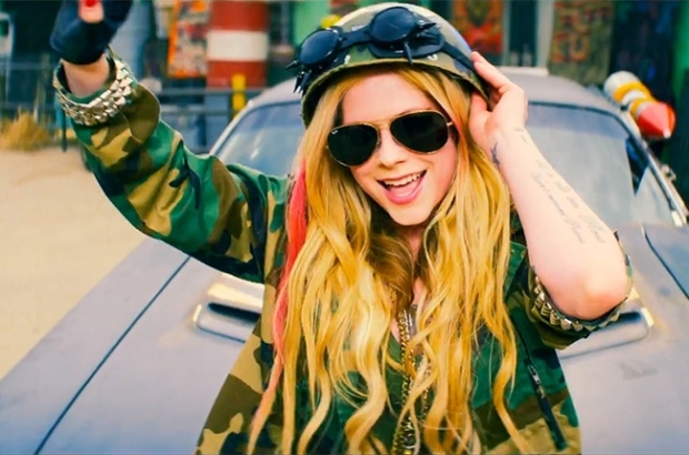 avril-lavigne-rock-n-roll-3-650-430