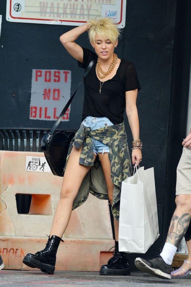 Miley+Cyrus vistete como