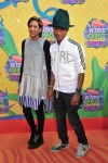 Pharrell Williams y Helen Lasichanh KCAs
