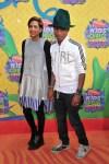Pharrell Williams y Helen Lasichanh KCAs